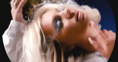 Criss Blaziny & Alexandra Stan – Delfinii