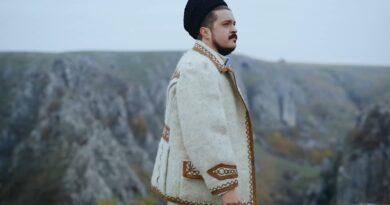 PAUL ANANIE - PENTRU ROMÂNIA MARE Versuri