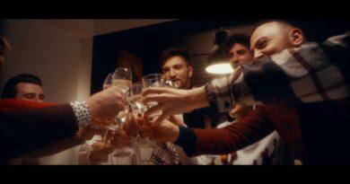 AKORD & Friends - Te aștept în Seara de Crăciun Versuri