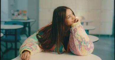Iuliana Beregoi - Ne iubim Versuri
