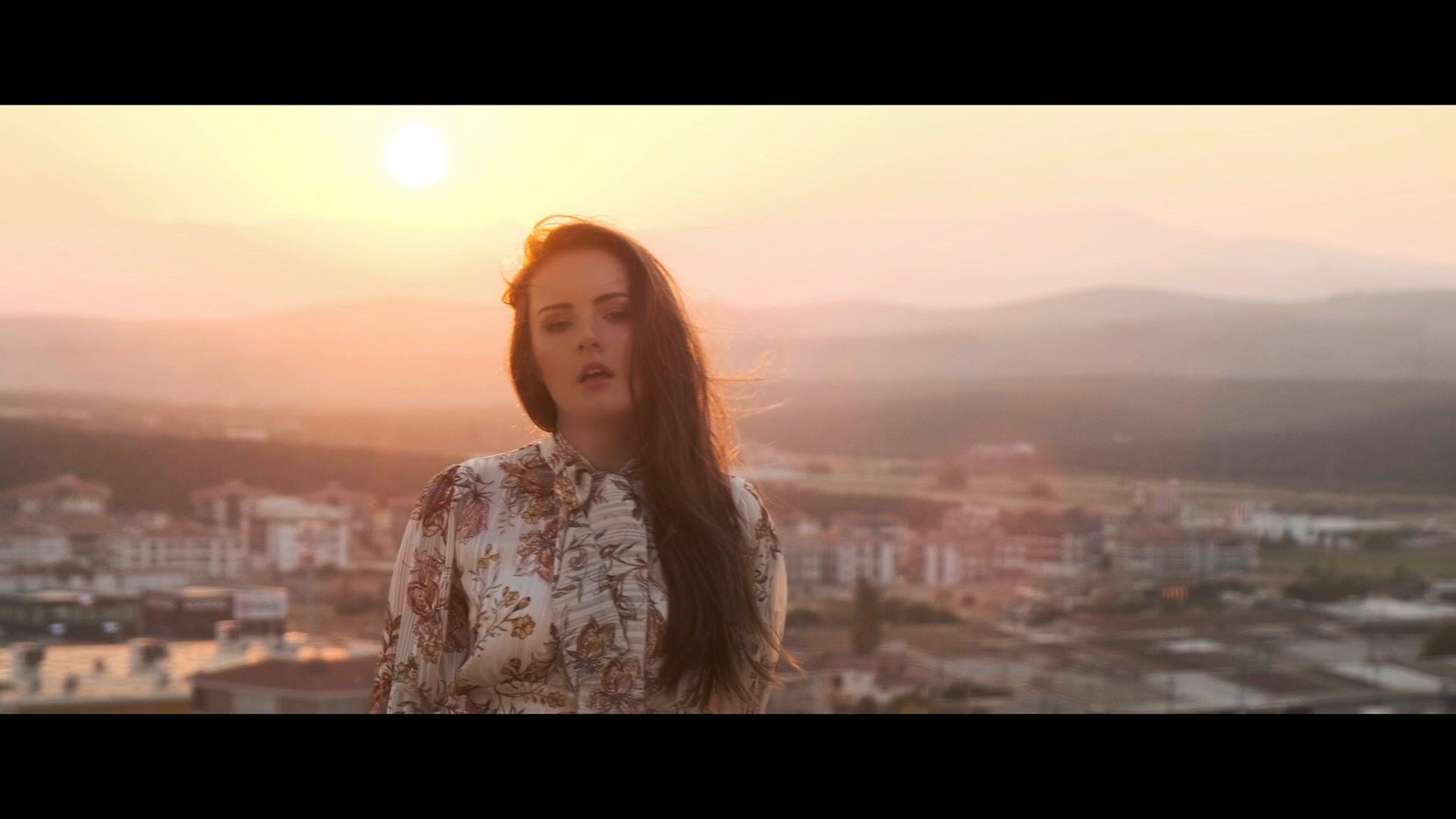 Glow feat. D.E.P. - Lara - Versuri